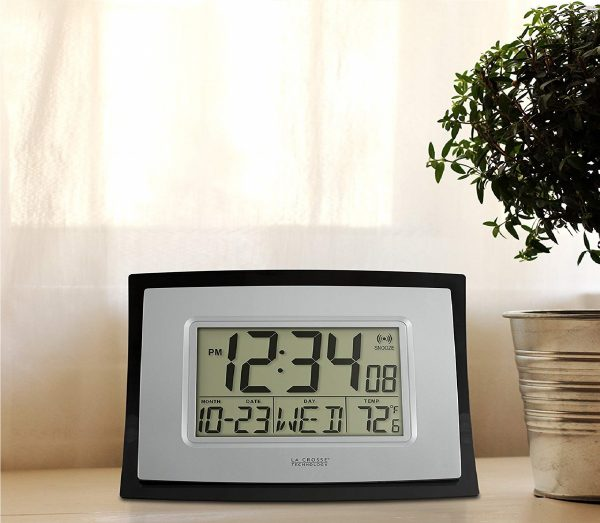 4.La Crosse Technology WT-8002U Digital Wall Clock